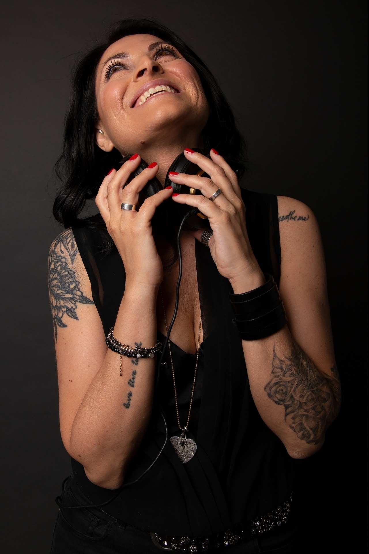Ester Memeo Podcaster
